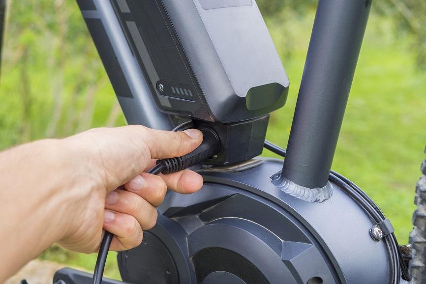 Combien de temps faut-il pour charger la batterie de mon vélo électrique?